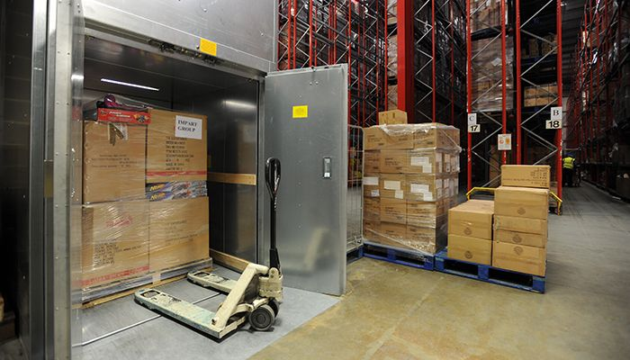 Open goods lift used in a warehouse environment