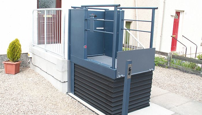 Low rise platform lift used outside a home entrance