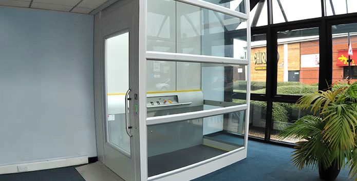 Platform lift for users with limited mobility